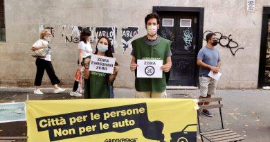 """Parkingday a Roma, Greenpeace trasforma un'area parcheggio in una """"sala da concerto"""""""
